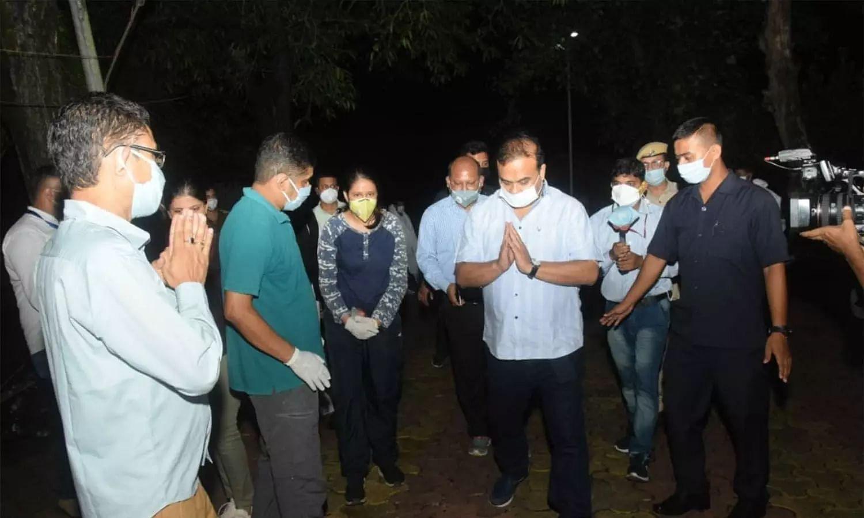 Himanta Biswa Sarma attend covid-19 cremation