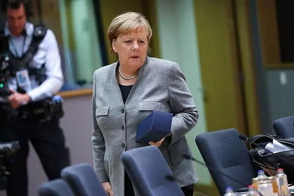 Angela Merkel rejects calls for abolishing face mask requirement