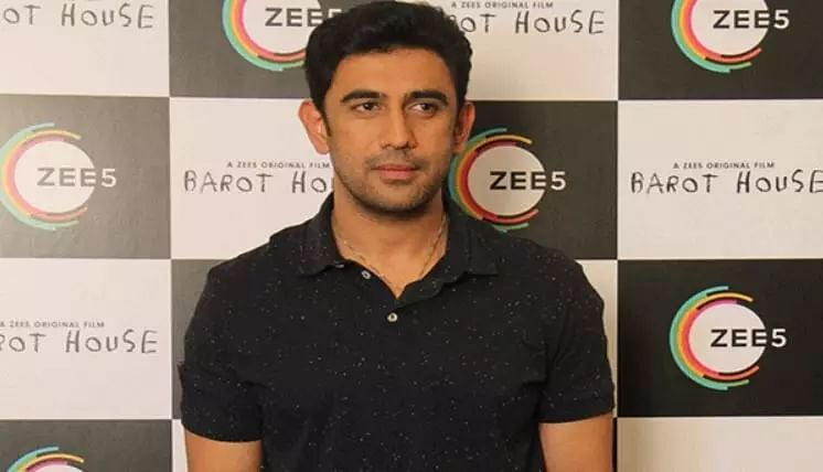 Art is not about power but exhibiting talent: Amit Sadh