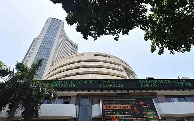 Amid volatility, Indian equity indices end in red
