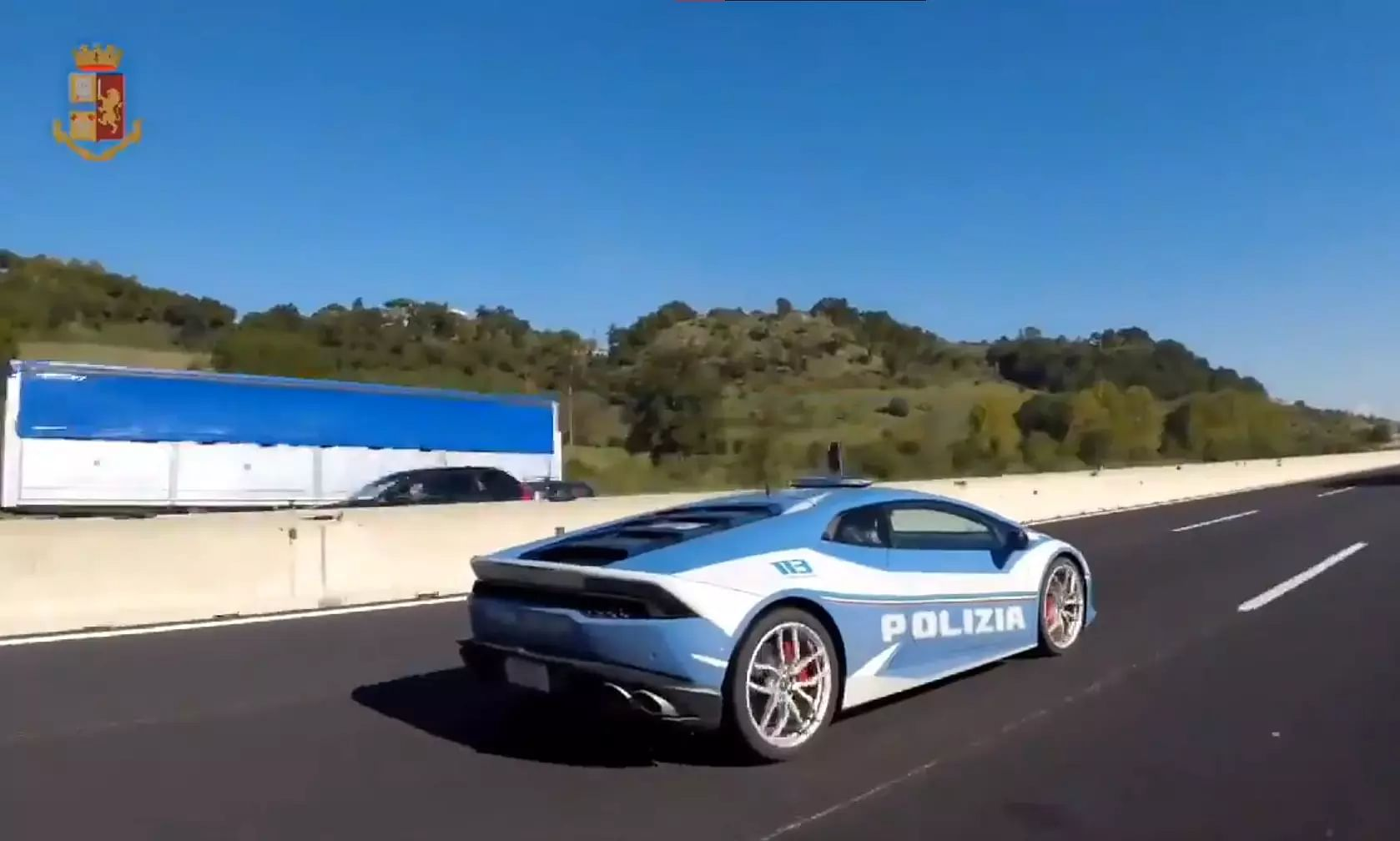 Italy: Police use Lamborghini to deliver a kidney in two hours across 500 km