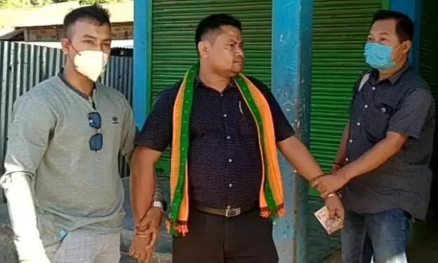BJP leader arrested while accepting a bribe