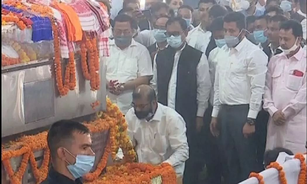 Top AASU leaders pay homage to the veteran Congress leader Tarun Gogoi