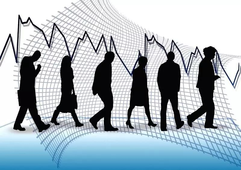 Jobs revival halts, employment declines again