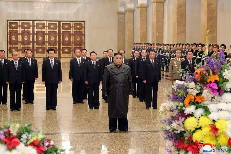 Kim Jong-un visits mausoleum