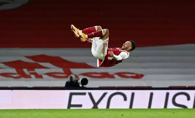 Aubameyang double as Arsenal rout Newcastle
