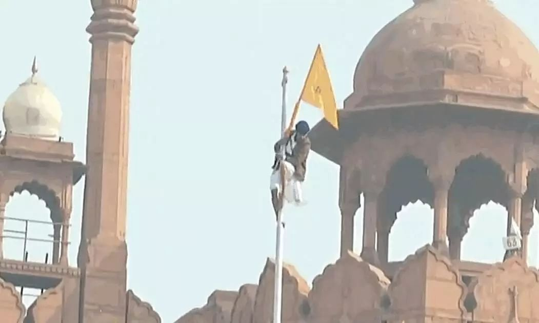 Farmers Hoist Flag at Red Fort in Delhi, Clashes with Police Intensify
