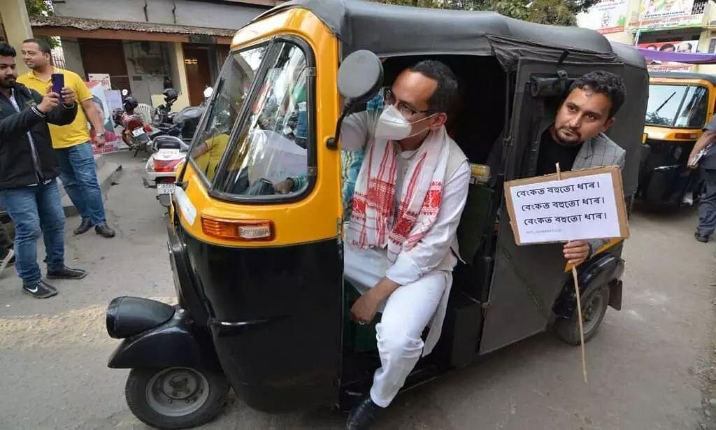 Assam Polls 2021: Cong MP Gaurav Gogoi Takes Auto Ride in Guwahati