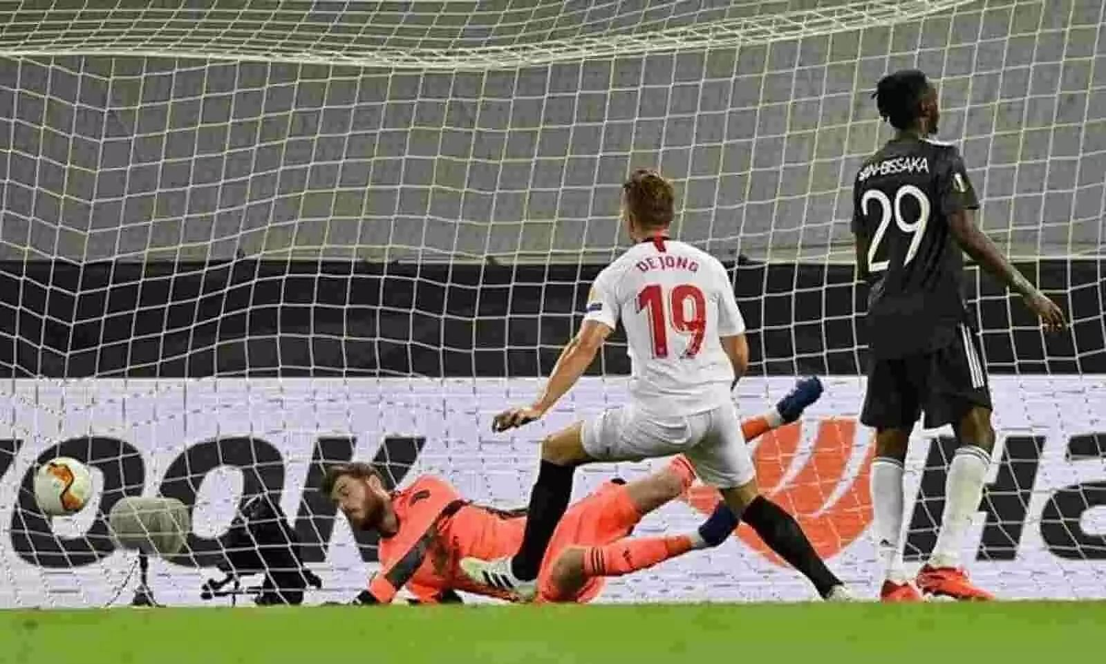 Gritty Sevilla go past  Manchester United into Europa League final