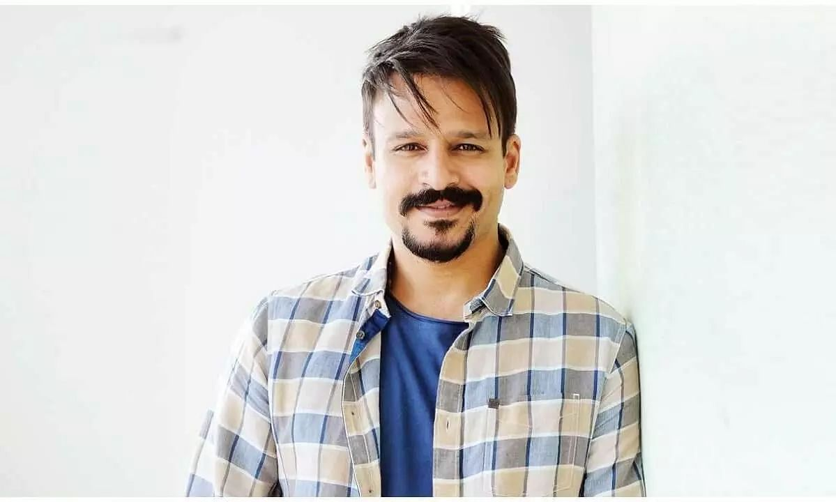 FIR Filed Against Vivek Oberoi for Riding Bike without Helmet & Mask