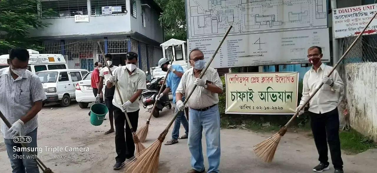 Sonitpur Press Club conducts cleanliness drive at Kanaklata Civil Hospital complex