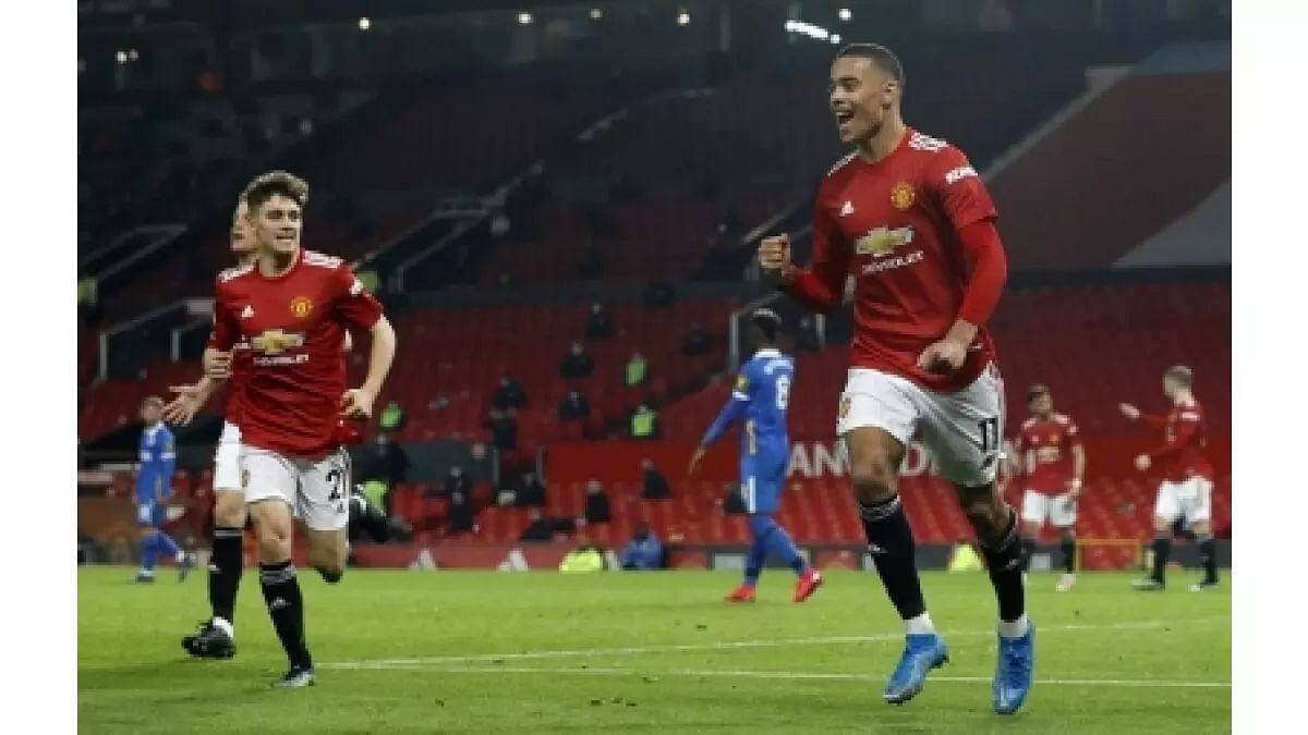 Manchester United beat Brighton, Tottenham held by West Brom