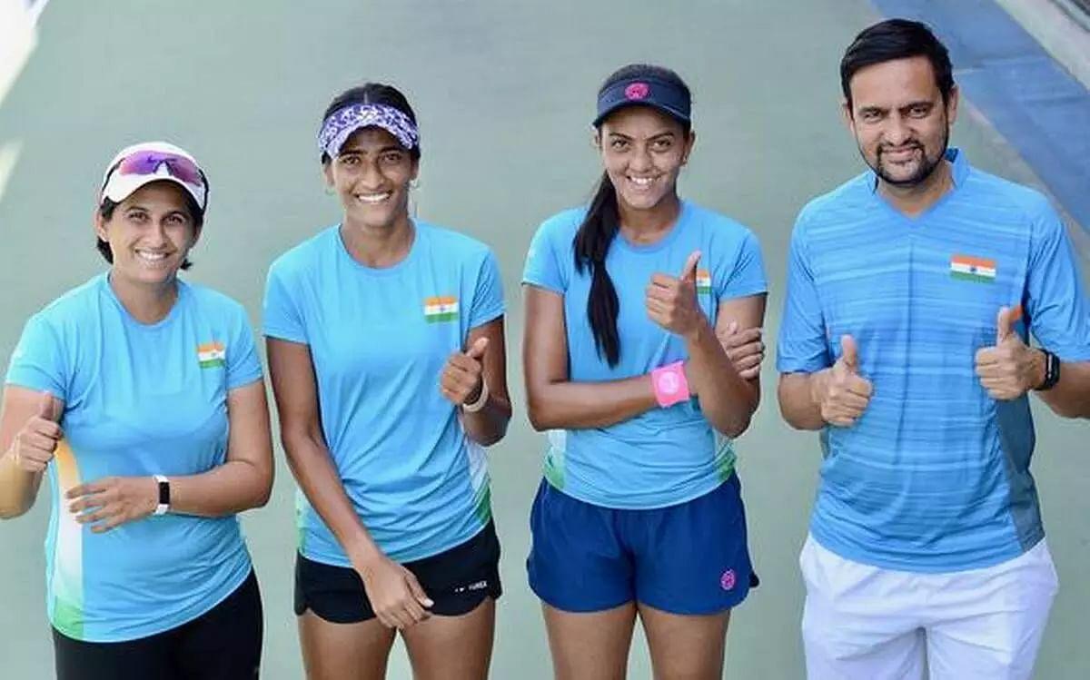 Indian womens tennis team reach Latvia