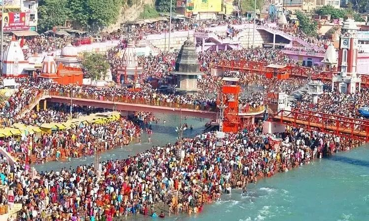 Lakhs of Devotees, Some Without Masks Throng Mahakumbh 2021 in Haridwar