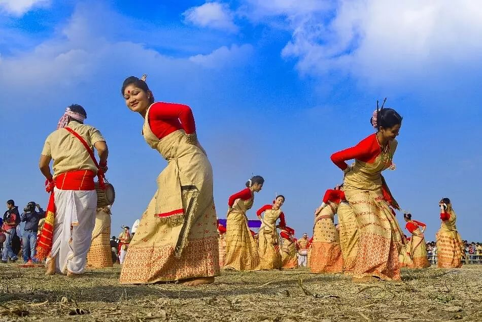 Rongali Bihu 2021: Bright-Coloured to White & Golden; 4 Mekhela Chador Looks to Flaunt This Season