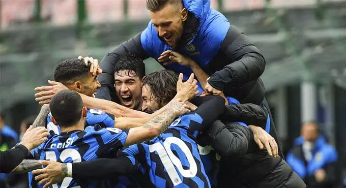 Inter Milan continue march to title, Juventus sink Genoa