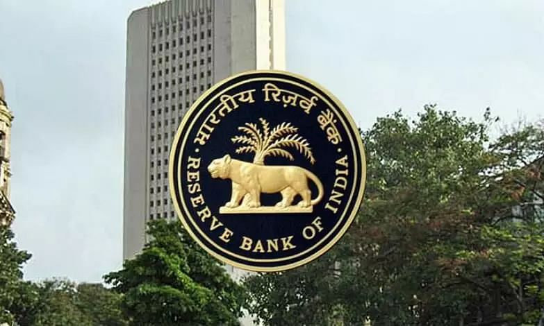 RBI Stops American Express and Diners Club From Adding New Customers, Finds Flaws in Storage Data