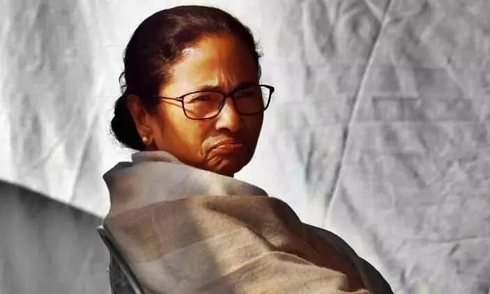Narada Scam: West Bengal CM Mamata Banerjee Starts Dharna After CBI Arrests 4 Trinamool Leaders