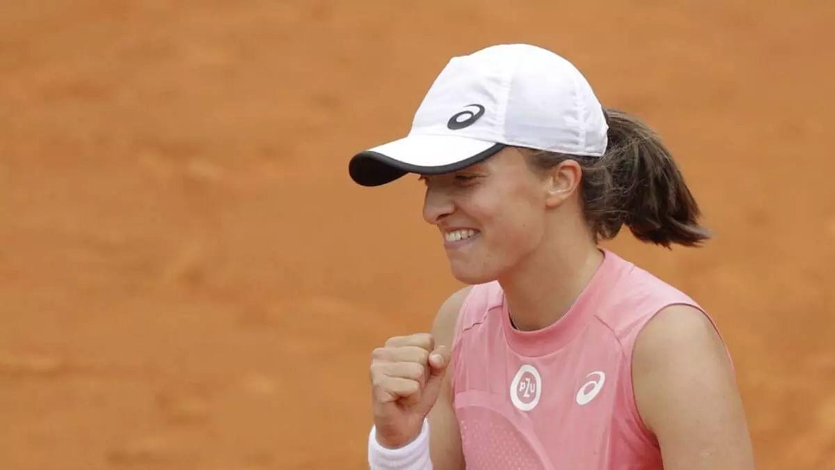 Iga Swiatek enters WTA top 10