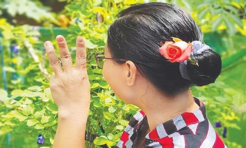 Myanmar protesters wear flowers to mark Suu Kyis birthday