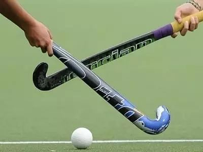 Hockey goalkeepers can be changed only on permanent basis