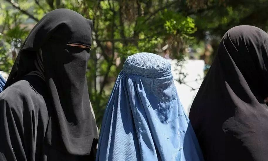 Working Women of Kabul City Ordered To Stay Home By Taliban